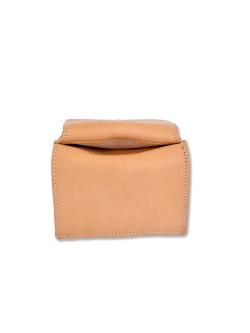 イルビゾンテ【折財布】コインケースとお札入れの間の収納